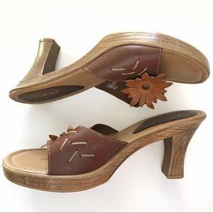 "Fioni Leather Flower Faux Wood 3.5"" Heels Size 6.5"
